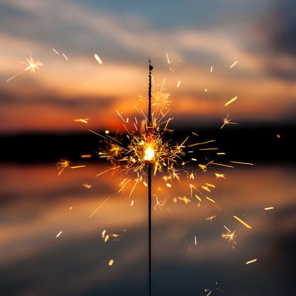 Wunderkerze bei Sonnenuntergang
