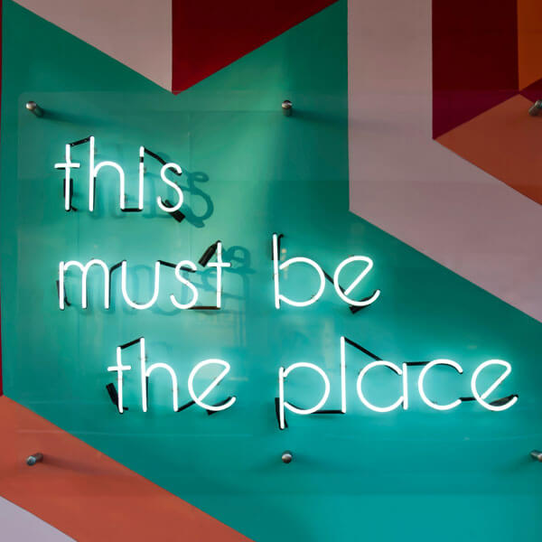 this must be the place, Neonschrift